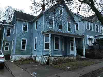 Dubuque Multi Family Home For Sale: 556 W 17th Street