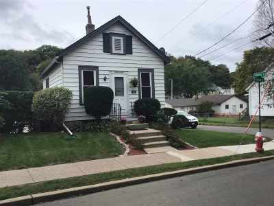 Dubuque Single Family Home For Sale: 396 Valeria Street