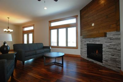 Dyersville Single Family Home For Sale: 822 7th St SW