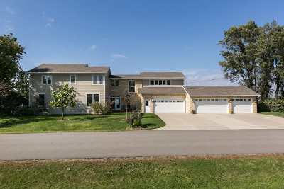 Dubuque Single Family Home For Sale: 15931 Lore Mound Road
