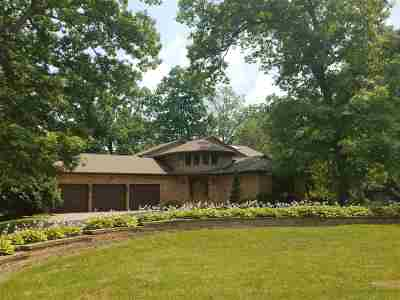 Dubuque Single Family Home For Sale: 16590 Forest Gate Road