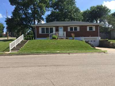 Dubuque Single Family Home For Sale: 3006 Westmore Drive