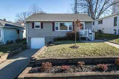 Dubuque Single Family Home For Sale: 2222 Woodlawn Street