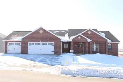 Dubuque Single Family Home For Sale: 4487 Sickle Lane