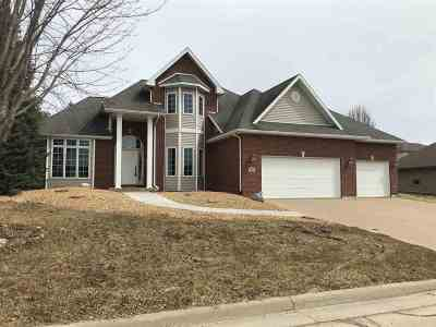 Dubuque Single Family Home For Sale: 2472 Willow Brook Drive