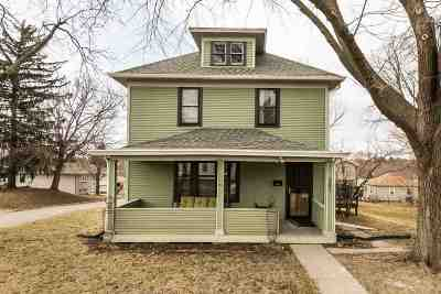 Dubuque Single Family Home For Sale: 2691 University Avenue