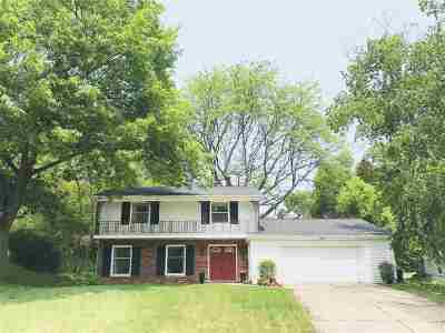 Dubuque Single Family Home Subj To Contingency-Show: 1270 Arrowhead Drive