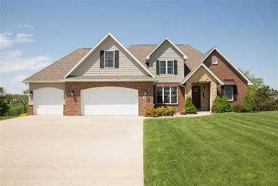 Dubuque Single Family Home For Sale: 2109 Wedgewood Drive
