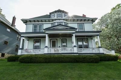 Dubuque Single Family Home For Sale: 1095 Grove Terrace