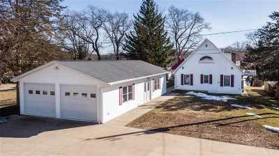 East Dubuque IL Single Family Home For Sale: $875,000
