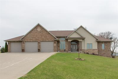 Dubuque Single Family Home For Sale: 12046 Whispering Meadows Drive