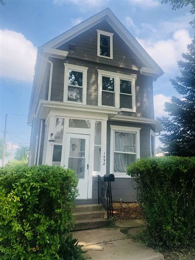 Dubuque Single Family Home For Sale: 1698 N Algona Street