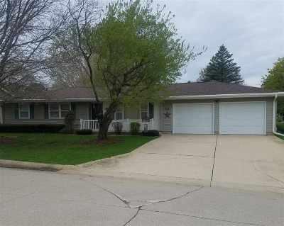 Single Family Home For Sale: 12 E Hillside Drive #Oelwein