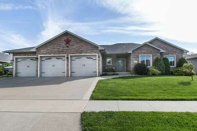 Dubuque Single Family Home For Sale: 2411 Millstone Drive
