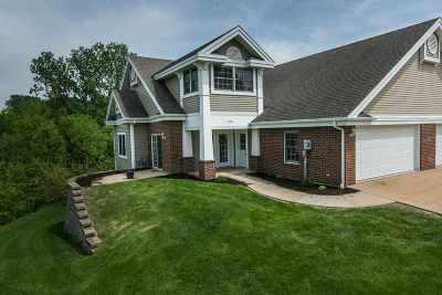 Dubuque Single Family Home For Sale: 1392 Oak Park Place