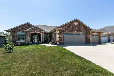 Dubuque Single Family Home For Sale: 2263 Julia Drive