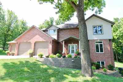 Dubuque Single Family Home For Sale: 10837 Golden Oaks Court
