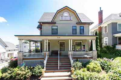 Dubuque Single Family Home For Sale: 560 W 11th Street