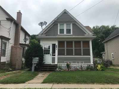 Dubuque, Asbury, Bellevue, Guttenberg, Baldwin, Holy Cross, Sherrill, Peosta, Dyersville, Farley, Bernard, East Dubuque, Epworth Single Family Home For Sale: 483 Kaufmann Avenue