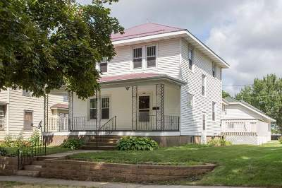 Dubuque, Asbury, Bellevue, Guttenberg, Baldwin, Holy Cross, Sherrill, Peosta, Dyersville, Farley, Bernard, East Dubuque, Epworth Single Family Home For Sale: 616 SE 5th Avenue