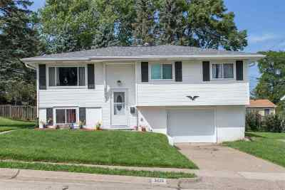 Dubuque Single Family Home For Sale: 3475 Dove Street