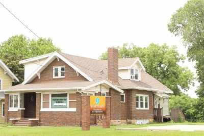 Dubuque Single Family Home For Sale: 2421 University Avenue