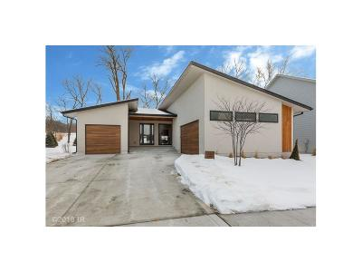 West Des Moines Single Family Home For Sale: 1018 S Kingswood Court