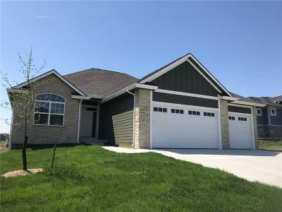 Urbandale Single Family Home For Sale: 16234 Walnut Meadows Court