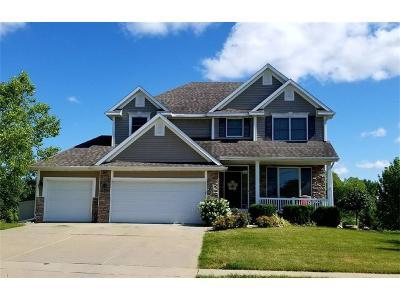 Urbandale Single Family Home For Sale: 15516 Ridgemont Drive