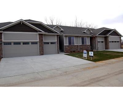 West Des Moines Condo/Townhouse For Sale: 9164 Geanna Court