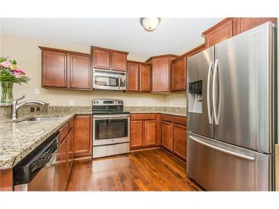 Des Moines Single Family Home For Sale: 2461 E Kenyon Avenue