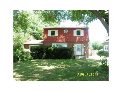 Des Moines Single Family Home For Sale: 3615 50th Street