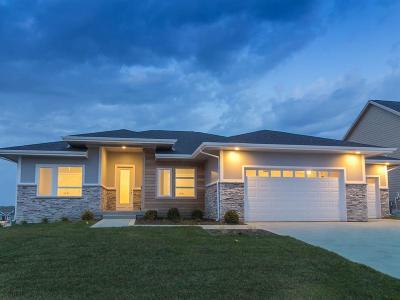 Waukee Single Family Home For Sale: 3915 Westwind Court