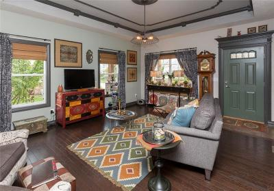 West Des Moines Condo/Townhouse For Sale: 215 Cambridge Drive