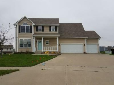 Waukee Single Family Home For Sale: 115 SE Hazelwood Drive