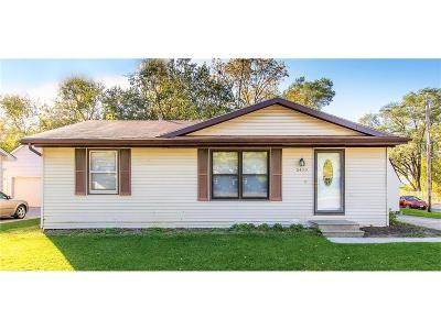 Des Moines Single Family Home For Sale: 5400 SE 1st Court