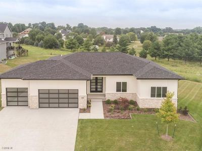 Waukee Single Family Home For Sale: 3810 Westwind Court