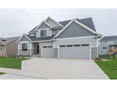 Waukee Single Family Home For Sale: 300 NE Coyote Drive