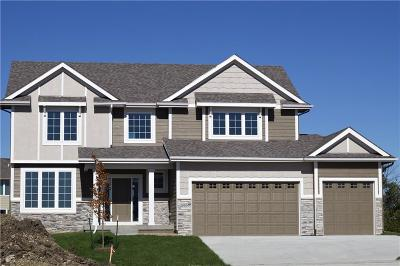 Waukee Single Family Home For Sale: 595 SE Red Fern Drive