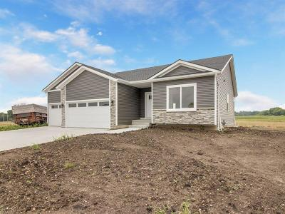 Des Moines Single Family Home For Sale: 5397 Brook Landing Circle