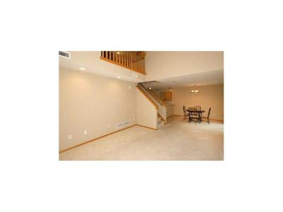 Des Moines Condo/Townhouse For Sale: 3799 Village Run Drive #806