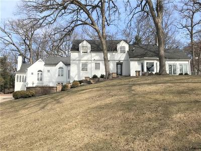Des Moines Single Family Home For Sale: 325 45th Street