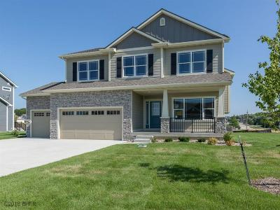 West Des Moines Single Family Home For Sale: 6059 Acadia Drive