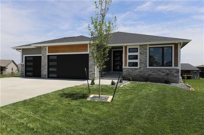 Urbandale Single Family Home For Sale: 16400 Deerview Drive