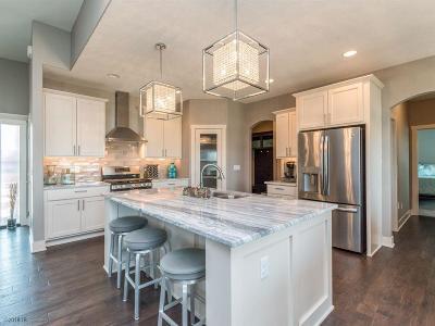 Waukee Single Family Home For Sale: 832 NE Westgate Drive