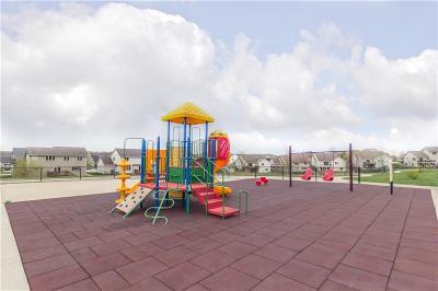 Urbandale Single Family Home For Sale: 15703 Aurora Avenue