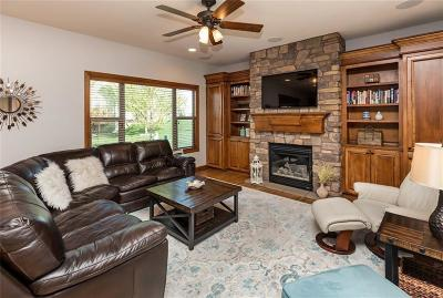 Urbandale Single Family Home For Sale: 15203 Ridgemont Drive