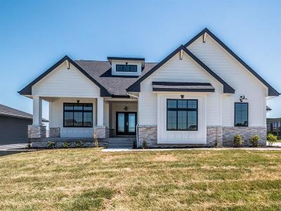 Waukee Single Family Home For Sale: 3935 Westwind Court