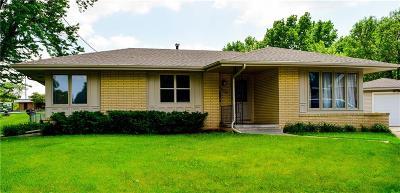 Des Moines Single Family Home For Sale: 4504 Flamingo Court