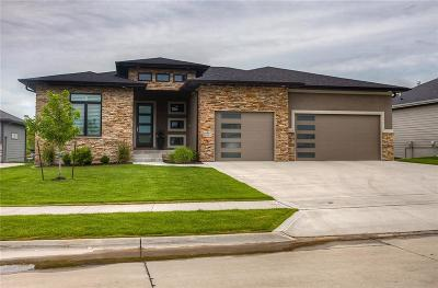 Urbandale Single Family Home For Sale: 14907 Ironwood Circle